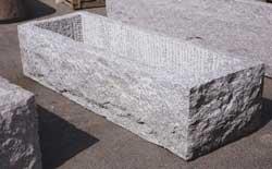 Vendita e fornitura trogoli in pietra di luserna e serizzo - Vasche in pietra da giardino ...